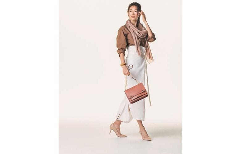 【5】白ロングタイトスカート×茶色シャツ
