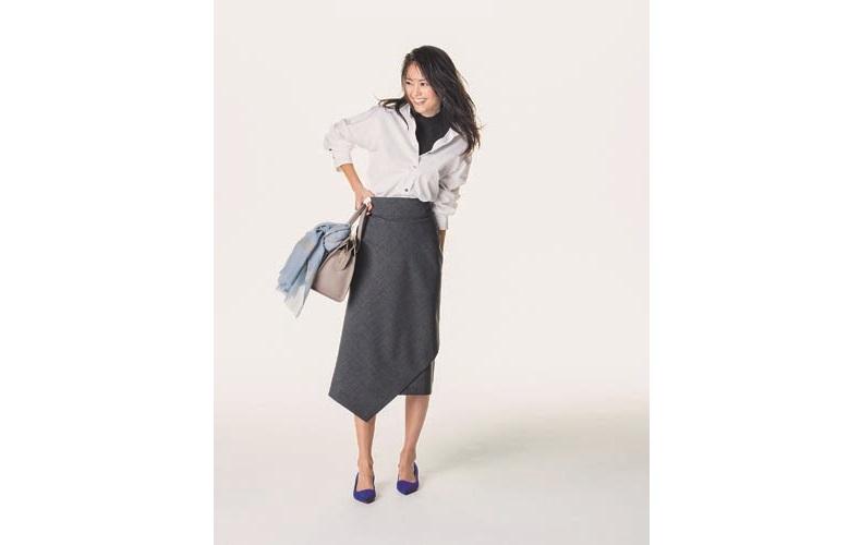 【4】グレースカート×白シャツ×黒タートルネック