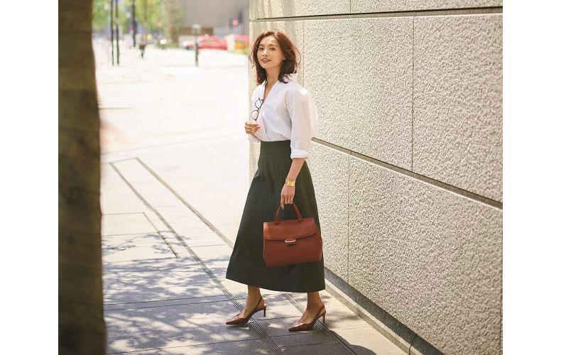 【4】紺ミモレスカート×白シャツ