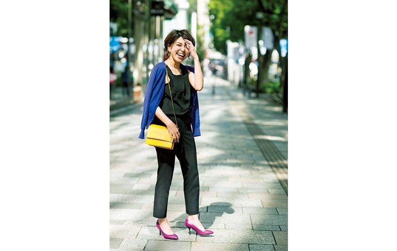 【3】青カーディガン×黒タンクトップ×黒パンツ