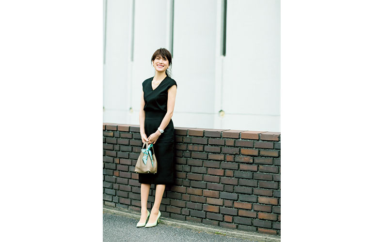 【5】黒ニット×黒スカート