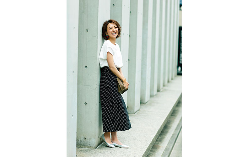 【3】白カットソー×ドットロングスカート