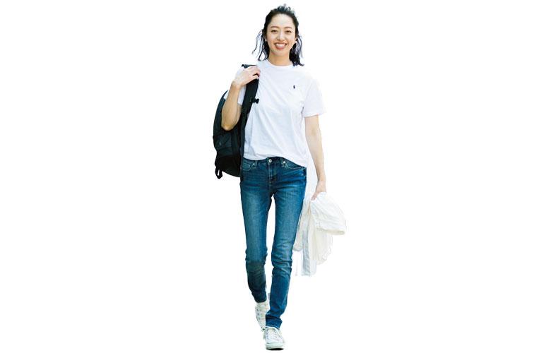 【6】白Tシャツ×デニムパンツ×黒リュック