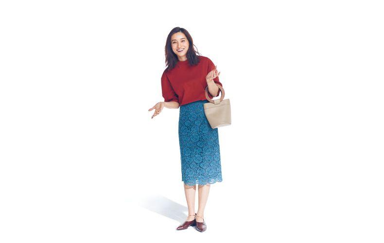 【4】赤ブラウス×水色レースタイトスカート×茶色い靴