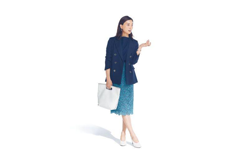 【8】ネイビートップス×水色レースタイトスカート