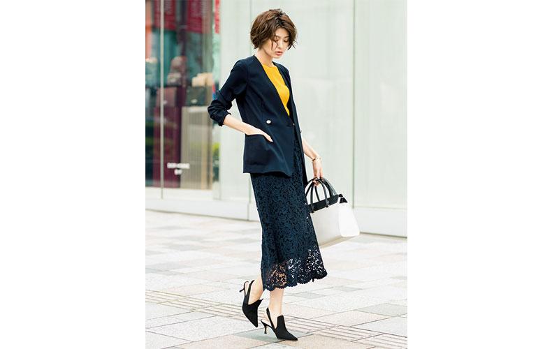 【1】ネイビージャケット×黄色ニット×ネイビータイトスカート