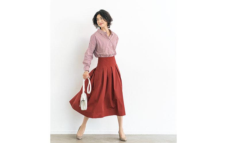 【6】ストライプシャツ×赤フレアスカート