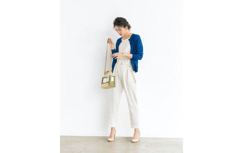 【11】白ブラウス×青カーディガン×ストライプ白パンツ