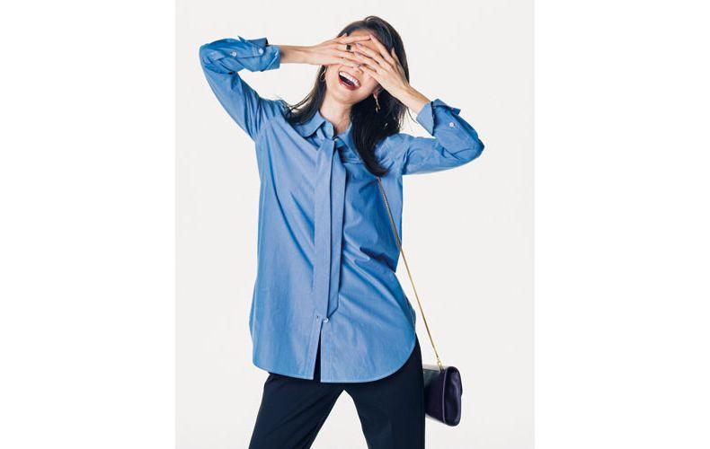 【1】黒パンツ×タイ付き水色シャツ