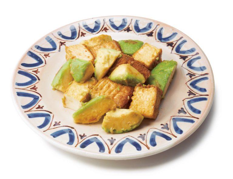 フライパンで簡単に作れる厚揚げとアボカドのわさび醬油炒め
