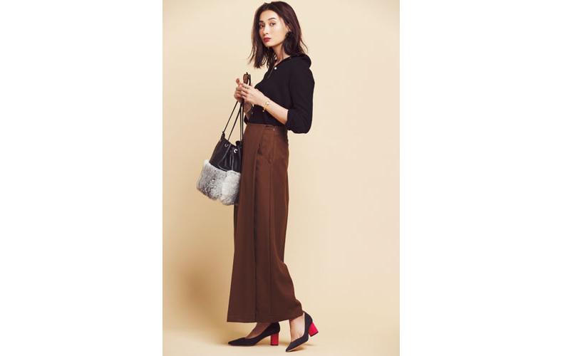 【5】ブラウンロングスカート×黒シャツ