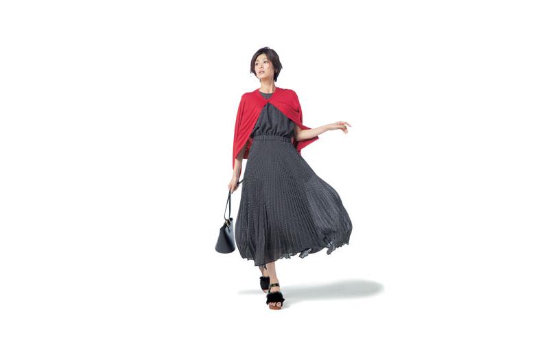 【3】ワンピース×赤カーディガン×サンダル