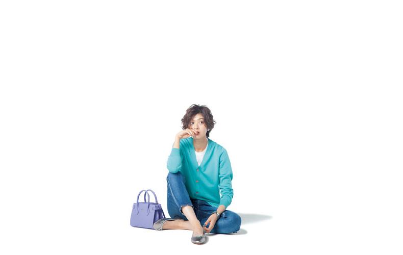 【2】エメラルドブルーカーディガン×白Tシャツ×デニムパンツ