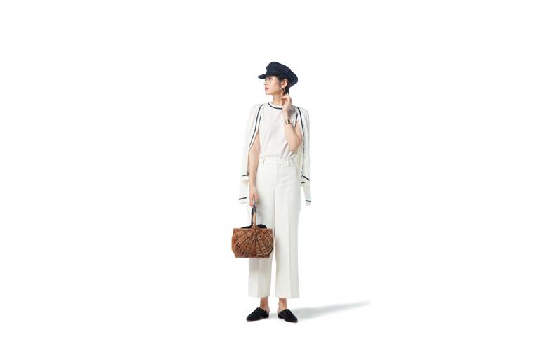 【5】白ニット&カーディガン×白ワイドパンツ×黒キャスケット