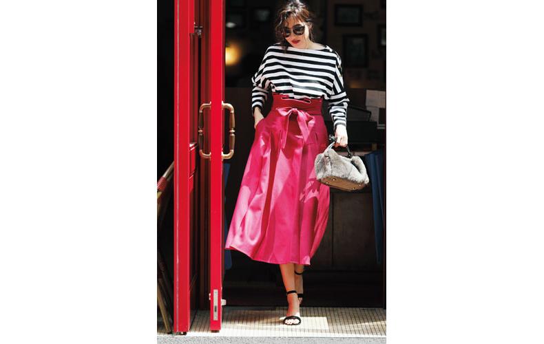 【2】ボーダーカットソー×ピンクのミモレ丈フレアスカート