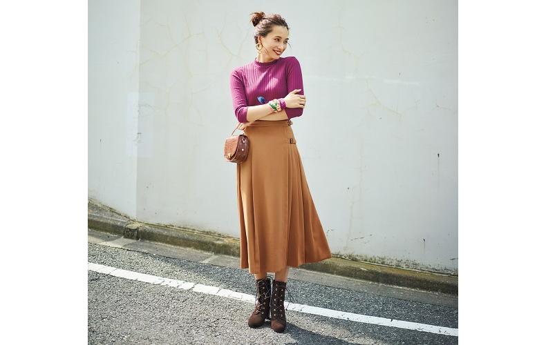 【1】紫カットソー×キャメルプリーツスカート×茶色ショートブーツ