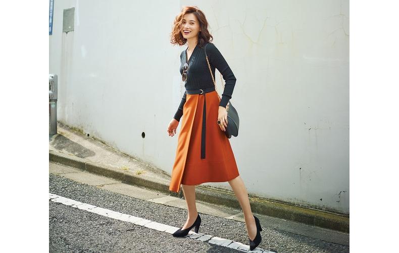 【15】黒ニット×オレンジスカート