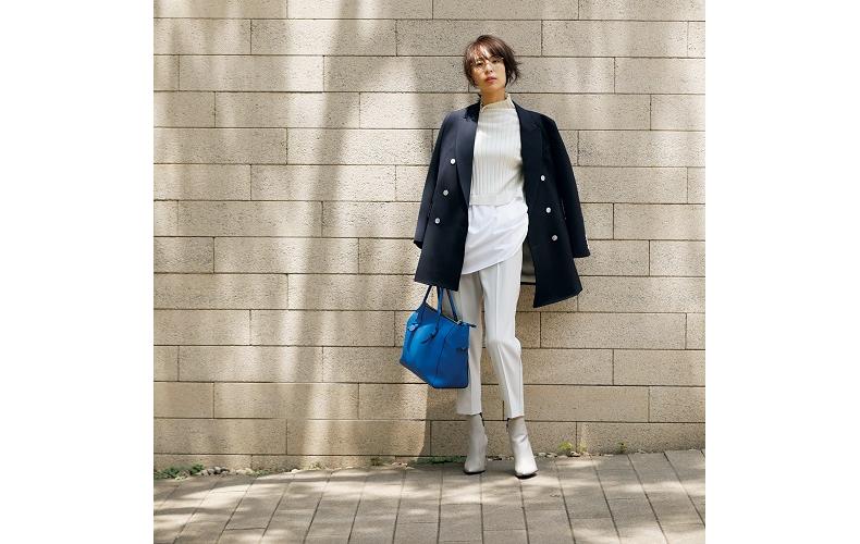 【2】ネイビージャケット×白パンツ×白ニット