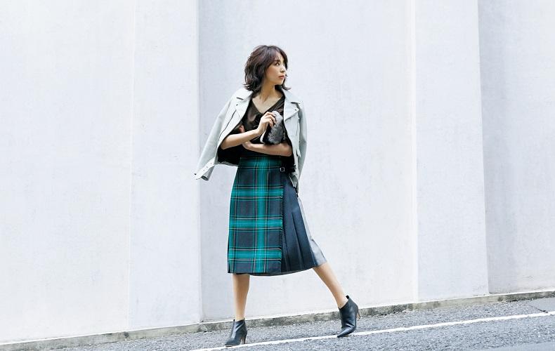 【4】茶色カットソー×ラップスカート×黒ショートブーツ