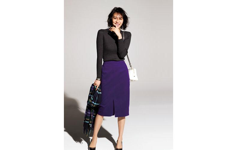 【6】黒ニット×紫タイトスカート×ストール
