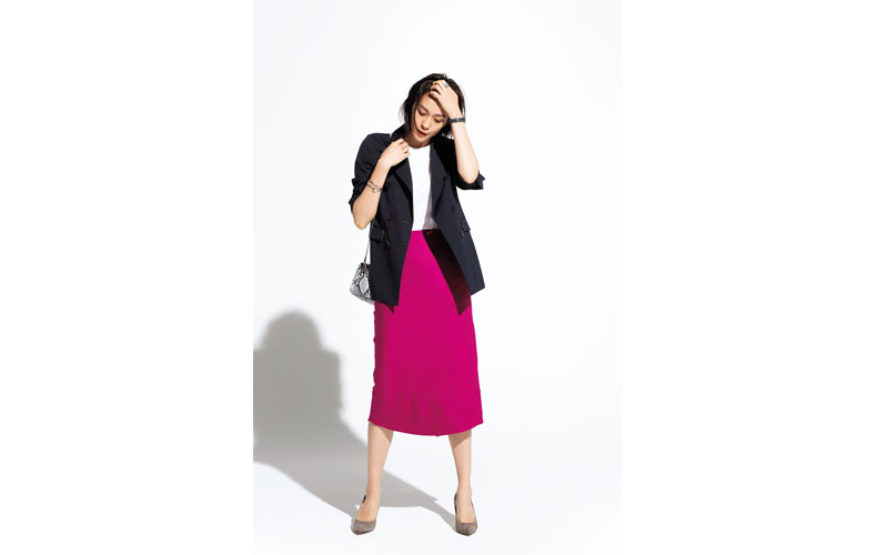 【1】白カットソー×ピンクスカート×黒テーラードジャケット