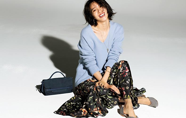 【7】水色Vネックニット×花柄フレアスカート