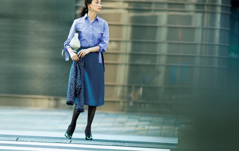 【4】水色シャツ×グレータイトスカート×ツイードジャケット