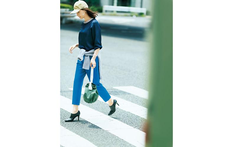 【7】ネイビープルオーバー×青パンツ×ベージュキャップ