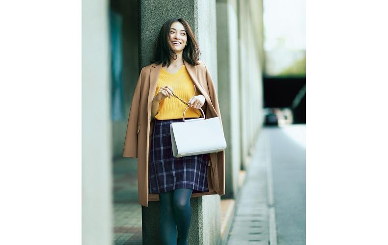 【6】キャメルコート×黄色ニット×チェック柄スカート