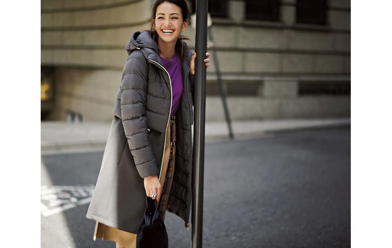 【6】グレーダウンコート×キャメルスカート×紫ニット