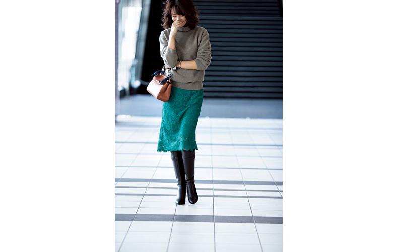 【6】ベージュニット×緑レーススカート