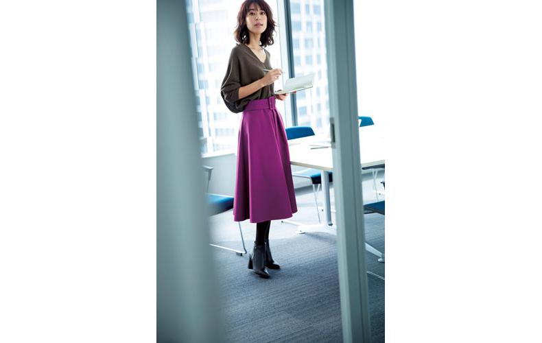 【2】紫フレアスカート×茶色Vネックニット