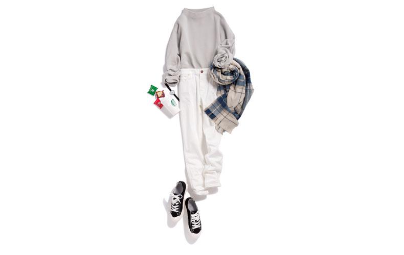 【2】チェックストール×白パンツ×グレーニット