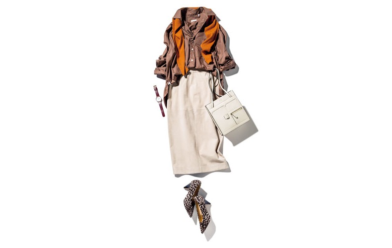 【2】ブラウンシャツ×ベージュタイトスカート