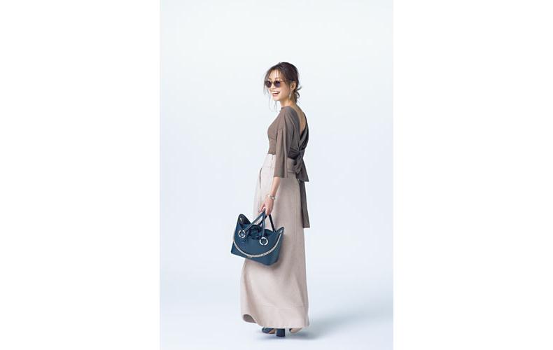 【2】茶色カットソー×ベージュロングスカート