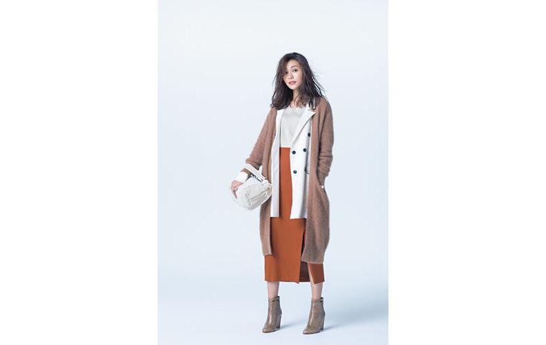 【4】キャメルカーディガン×白ニット×白ジャケット×テラコッタのロングタイトスカート