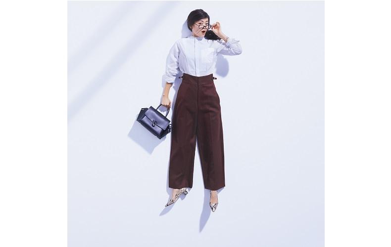 【6】白シャツ×茶色ワイドパンツ