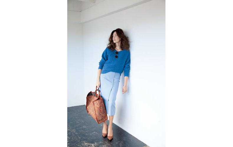 【3】青ニット×水色ロングタイトスカート