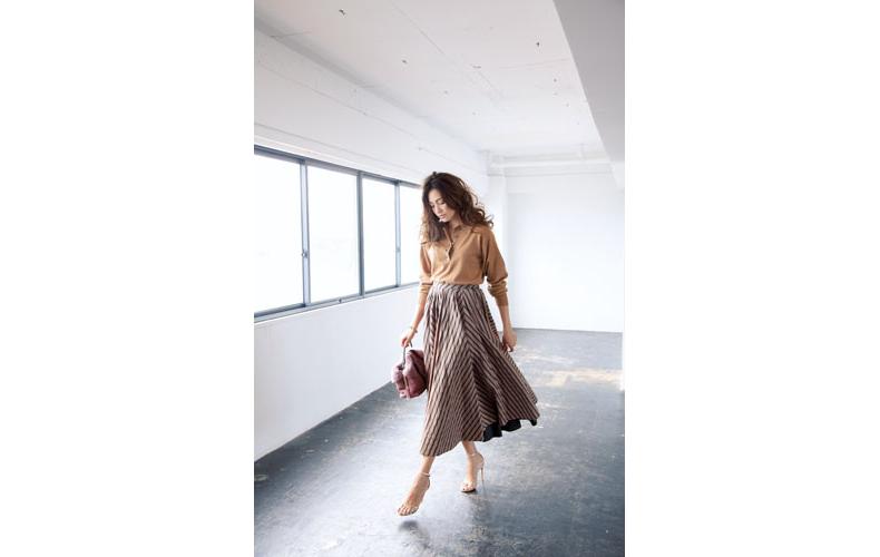 【7】ベージュニット×ストライプロングスカート