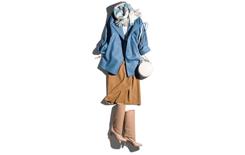【9】水色コート×白カットソー×キャメルタイトスカート×ブーツ