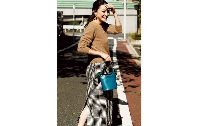 【2】ベージュニット×チェックロングスカート