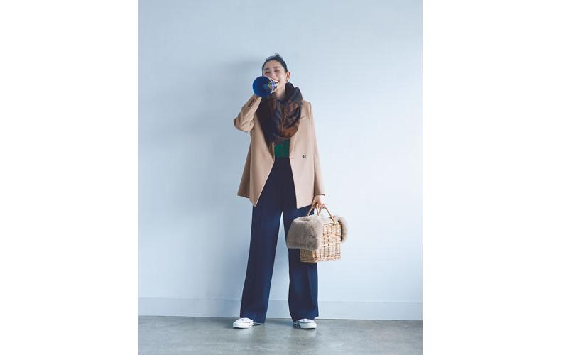 【2】ベージュジャケット×緑カーディガン×ネイビーワイドパンツ