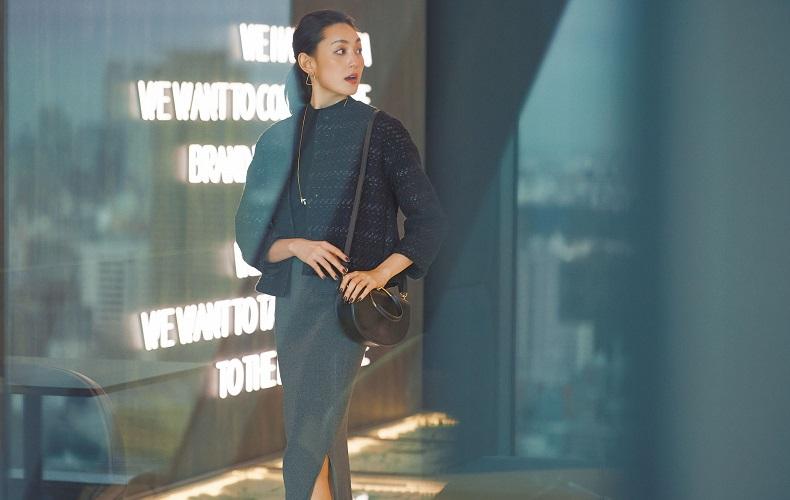 【5】ネイビージャケット×黒ニット×グレータイトスカート