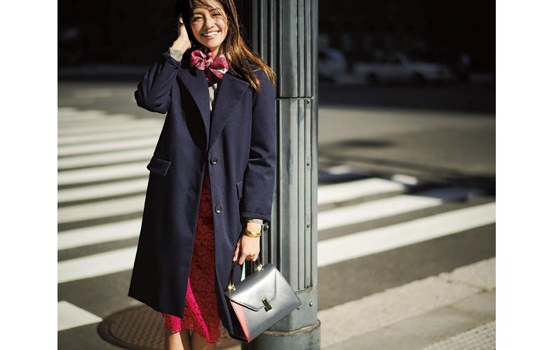 【2】ネイビーロングコート×グレーニット×赤ロングタイトスカート