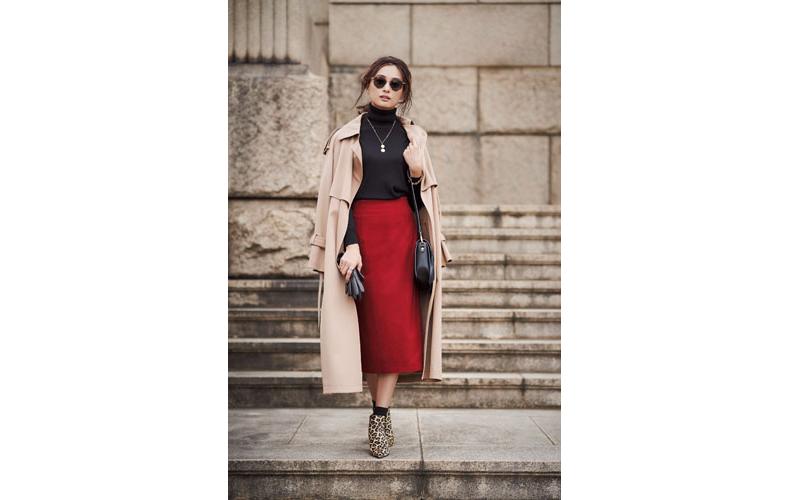【5】ベージュコート×黒ニット×エストネーションのタイトスカート