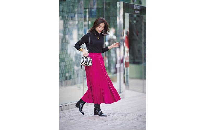 【6】黒ニット×ピンクロングプリーツスカート