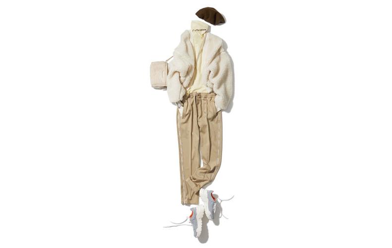 【6】白ボアボレロ×ベージュパンツ×白タートルネックセーター