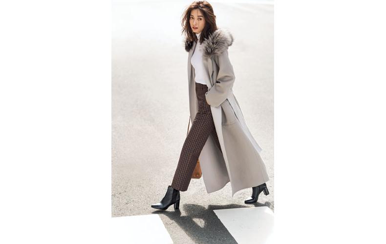 【5】黒タートルネックニットタイトワンピース×白タートルネックセーター