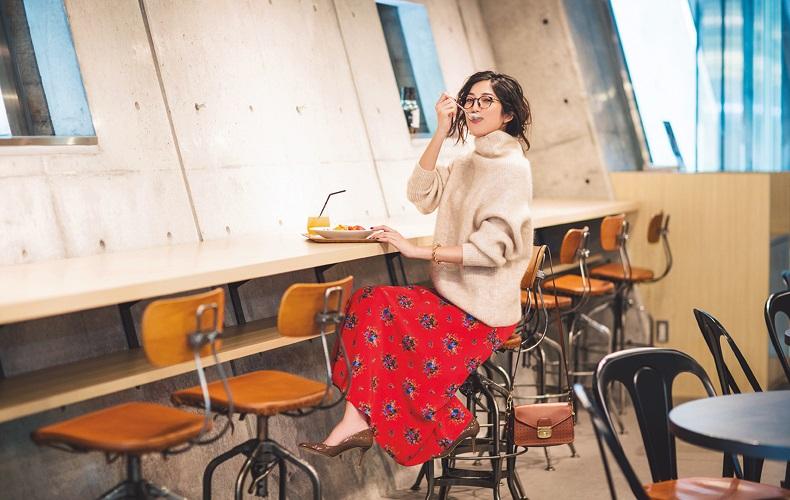 【2】ベージュニット×花柄赤フレアロングスカート