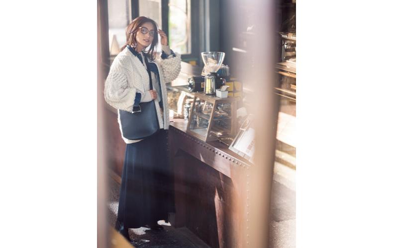 【2】Gジャン×ネイビースカート×白セーターアウター
